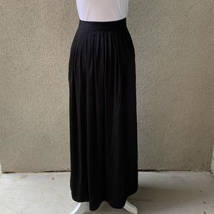 BCBGMaxAzria Skirts - BCBGMAXAZRIA Pleated Satin Maxi Skirt w/ Pockets